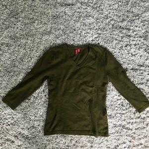 Green V-neck 3/4 sleeve sweater
